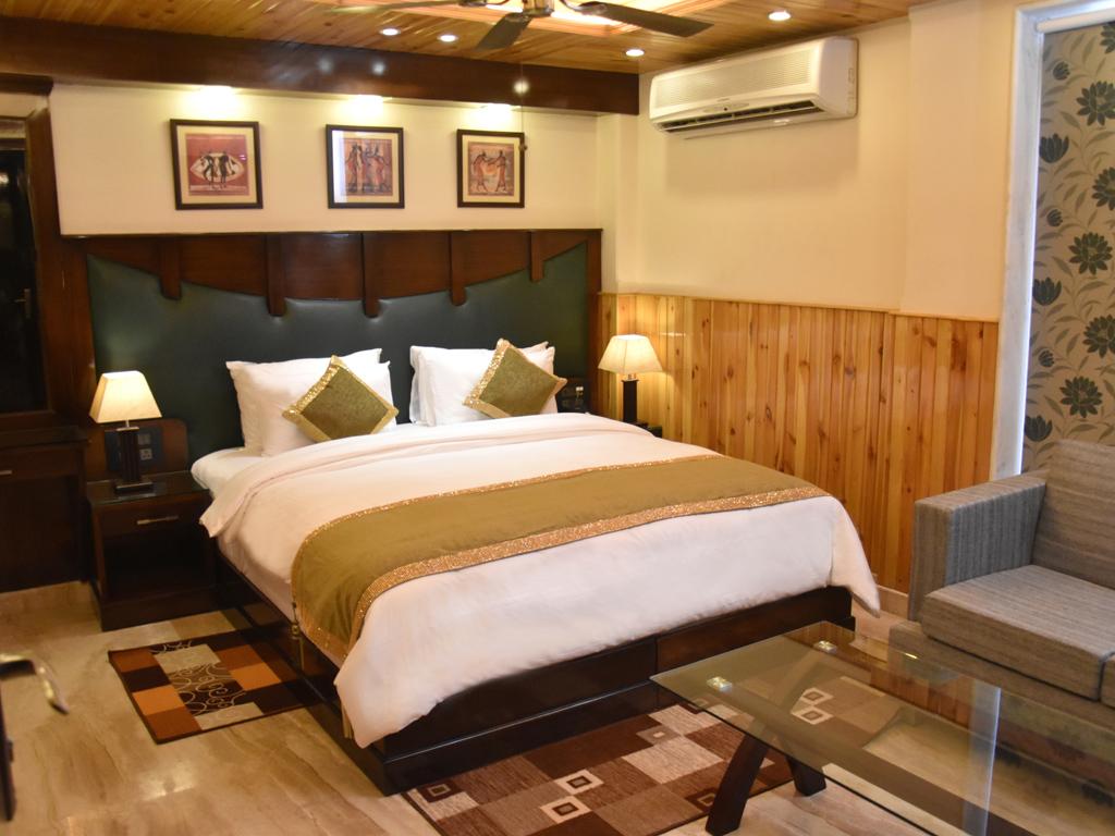 Wood castle grand tagore garden new delhi for Executive garden rooms